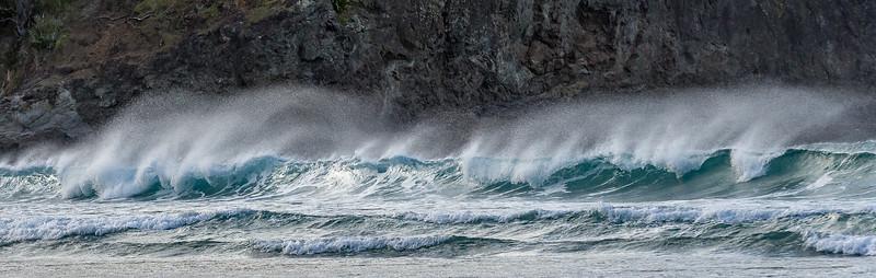 Wellen im Sturm in der Tapotupotu Bay