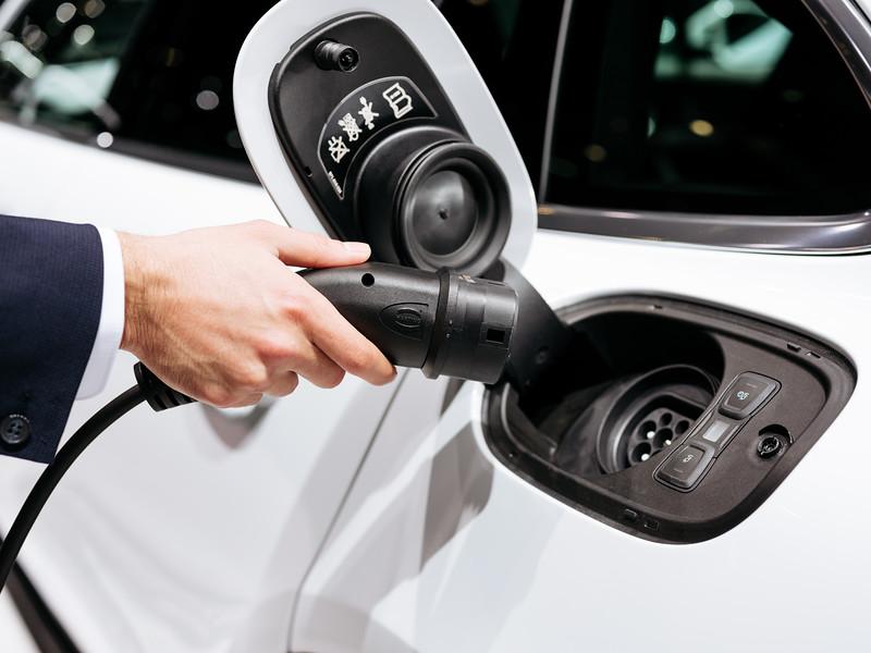 Charging the Porsche Panamera 4 E-Hybrid - Samuel Zeller for the New York Times