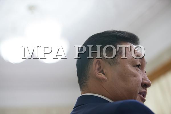 Монгол Улсын Үндсэн хуульд оруулах нэмэлт, өөрчлөлтийн төслийн хоёрдугаар хэлэлцүүлгийг УИХ-ын ээлжит бус чуулганаар хэлэлцэж байна