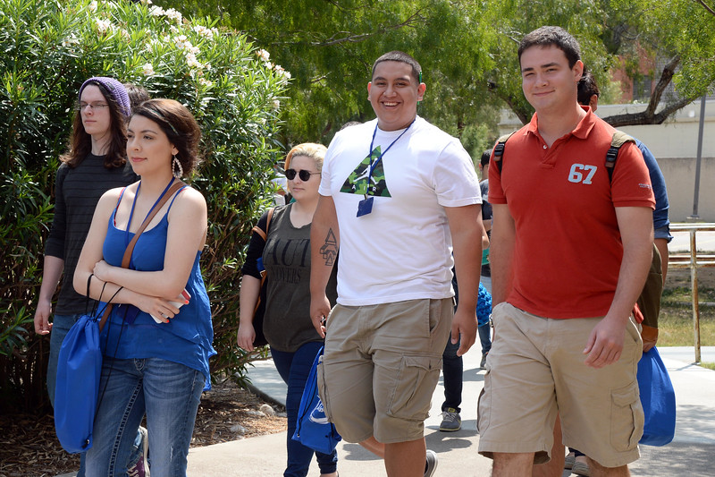 new-students-attending-orientation-walk-to-their-next-information-sessions_14821519646_o.jpg