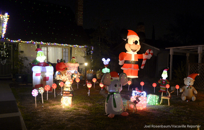 VAC-L-Christmas Displays-1222-008
