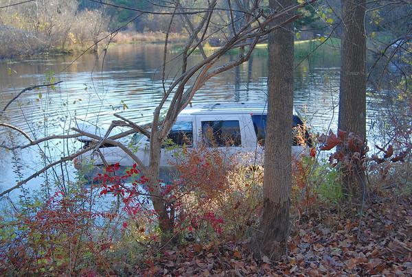 Salem NH car into pond 10-31-08 Pond Street
