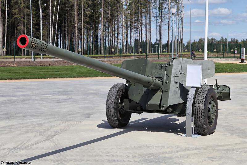 100-мм противотанковая пушка МТ-12 (100mm antitank gun MT-12)