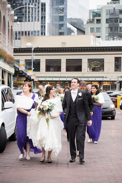 Pike-Place-Market-seattle-downtown-Seattle-winter-wedding-photos-carolharrold-photography.com-17.jpg