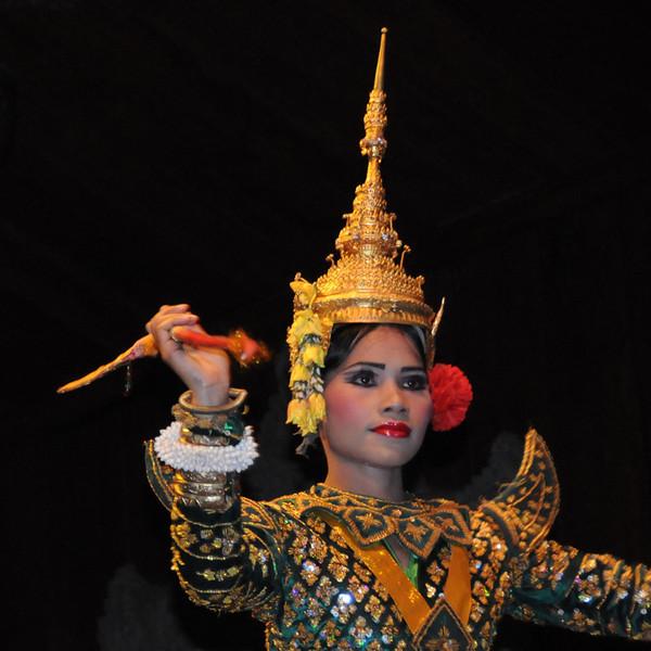 cambodiaDancer24x4DSC_1435.jpg