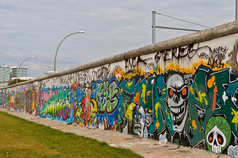 Achterkant muur East Side Gallery