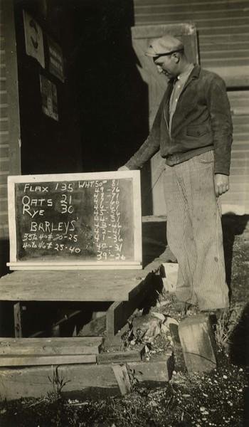 ARE002.  Frank Kuehn with grain board – 10 Sept 1935.jpg