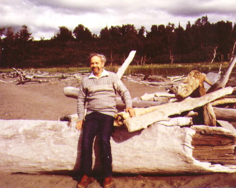 Wayne on beach near Bishop Creek, July 1980.jpg