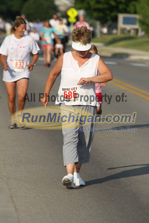 2 Mile Finish - Boyne Independence Day Run