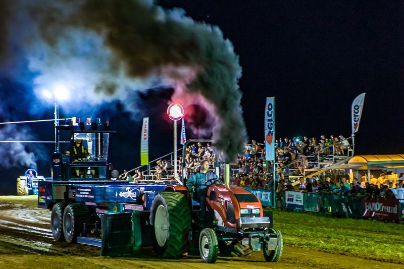 Tractor Pulling 2015-01832.jpg