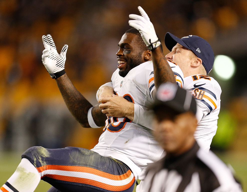 . Earl Bennett #80 of the Chicago Bears celebrates after his fourth quarter catch out of bounds was overturned by video replay to a touchdown with Josh McCown #12 while playing the Pittsburgh Steelers at Heinz Field on September 22, 2013 in Pittsburgh, Pennsylvania. Chicago won the game 40-23. (Photo by Gregory Shamus/Getty Images)