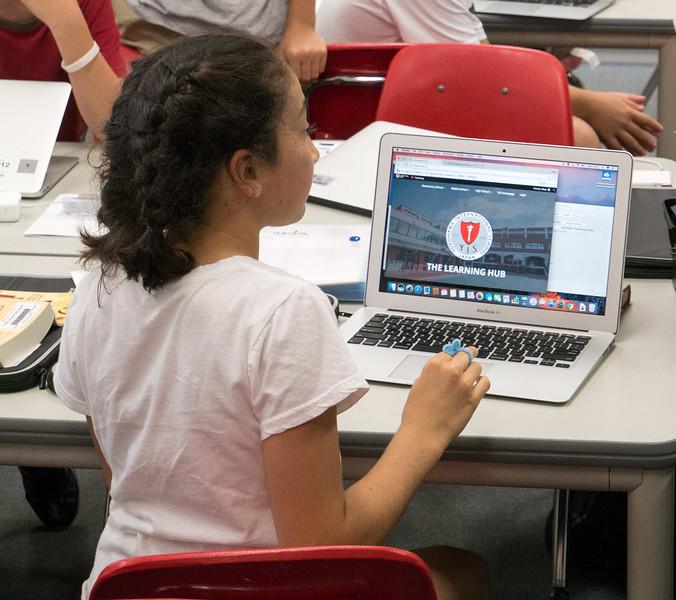 grade 6 laptops-1060903.jpg