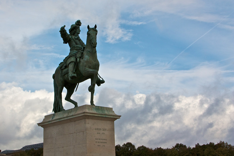 Statue in front of Versailles