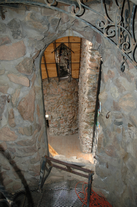 Entry from the left tower to the main level (large room).