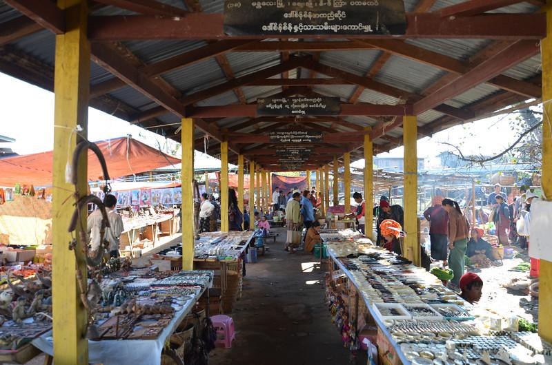DSC_4322-ywama-floating-market-souvenirs.JPG
