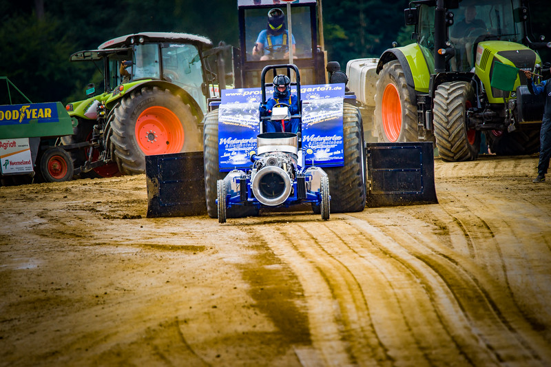 Tractor Pulling 2015-02313.jpg