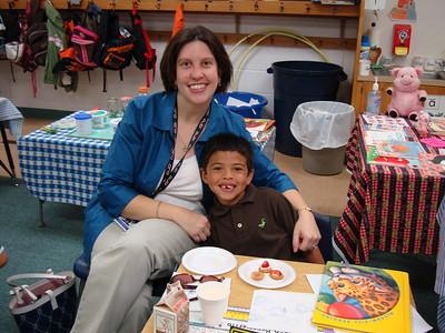 2009-09-11 Shanda and AJ at school
