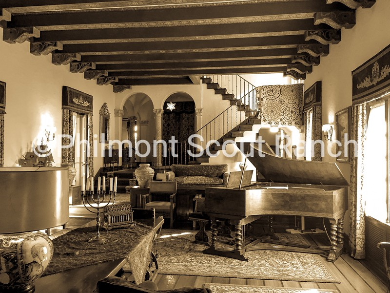 2017_SecondPlace_Black & White_AndrewCombs_The Villa_Villa Philmonte_84.JPG