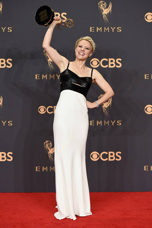". Kate McKinnon poses in the press room with the award for outstanding supporting actress in a comedy series for ""Saturday Night Live\"" at the 69th Primetime Emmy Awards on Sunday, Sept. 17, 2017, at the Microsoft Theater in Los Angeles. (Photo by Jordan Strauss/Invision/AP)"