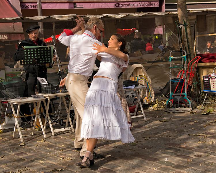 Dancers on Rue Mouffetard