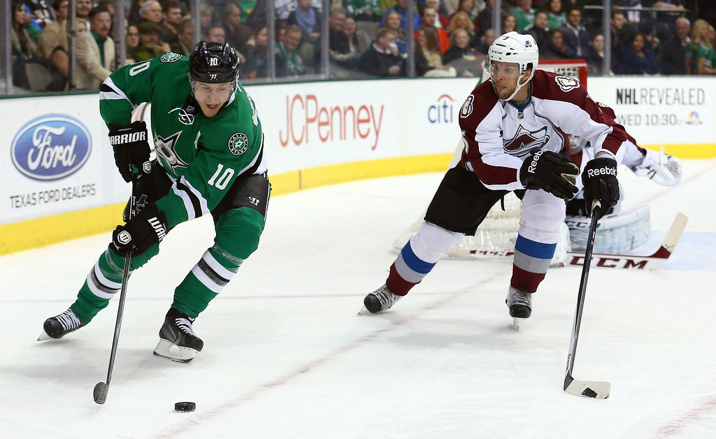 . Shawn Horcoff #10 of the Dallas Stars controls the puck against Nate Guenin #5 of the Colorado Avalanche at American Airlines Center on January 27, 2014 in Dallas, Texas.  (Photo by Tom Pennington/Getty Images)