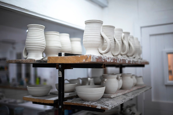 BORVE POTTERY - at work