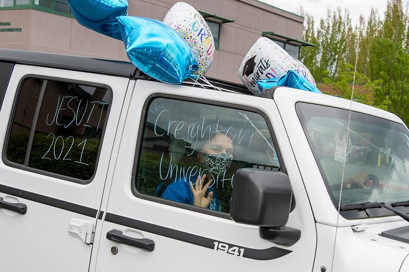 Senior_Car_Parade_050121_2380 - 300 DPI.jpg