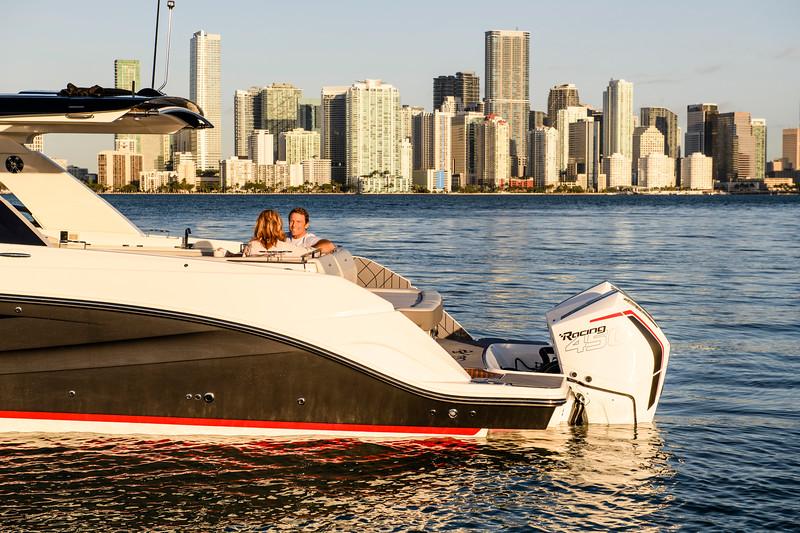 2020-SLX-R-400-e-Outboard-lifestyle-24.jpg