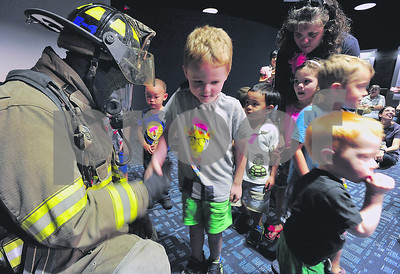 firefighters-read-to-children