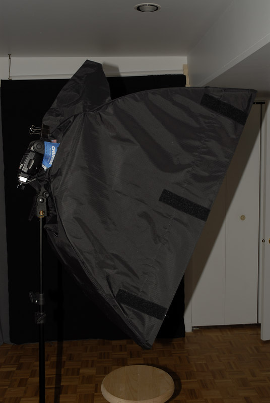 """_D2C1006 Side view of a Chimera softbox Super Pro Plus (24"""" x 36"""") with the speed ring #2790 for Nikon speedlignt and Canon"""