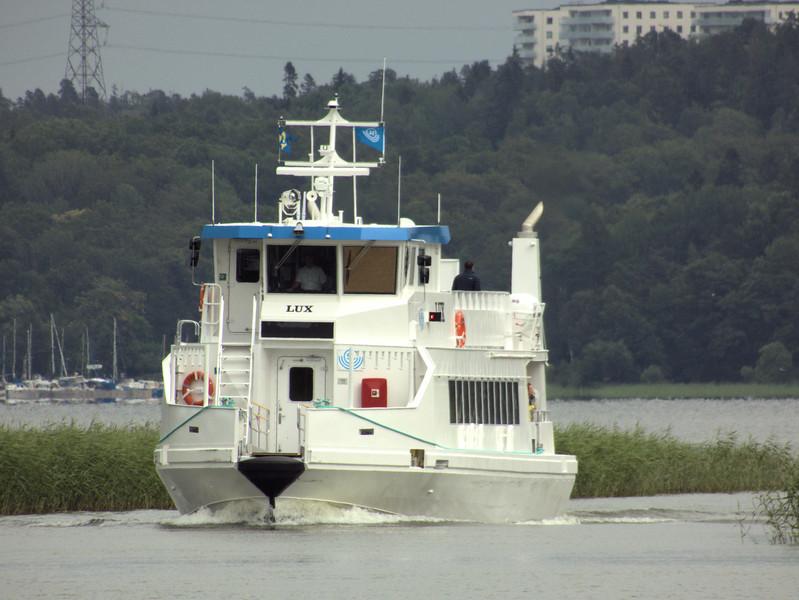 D5-Incoming Ferry.jpg
