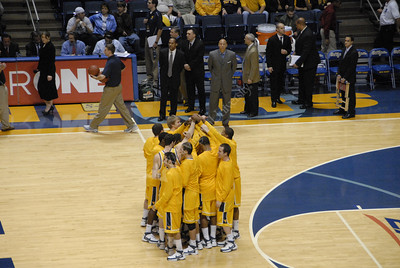 25139-Basketball WVU vs ST Johns Halftime Fiesta Bowl football team