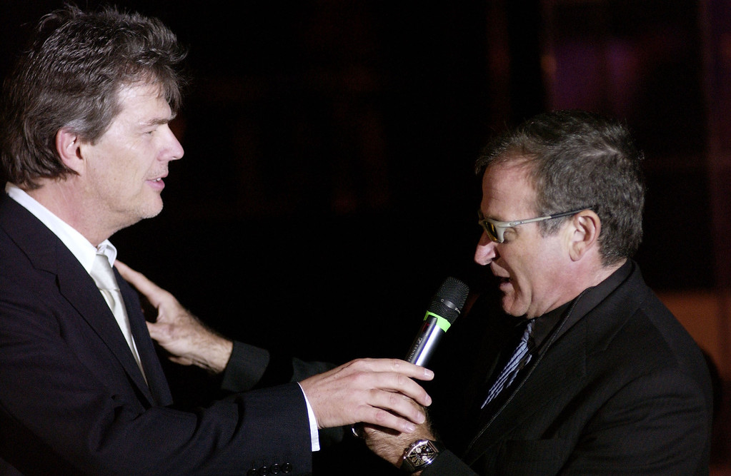 ". PHOENIX, AZ- MARCH 15:  Actor Robin Williams (R) and writer/musician David Foster auction off items to guests during ""Celebrity Fight Night IX\"" fundraiser at the Arizona Biltmore Hotel on March 15, 2003 in Phoenix, Arizona.  Celebrity Fight Night is a non-profit organization which raises money for several national research centers and charities.  (Photo by Robert Mora/Getty Images)"