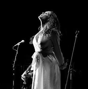 Beth Hart Bares Her Soul To Captivated London Apollo