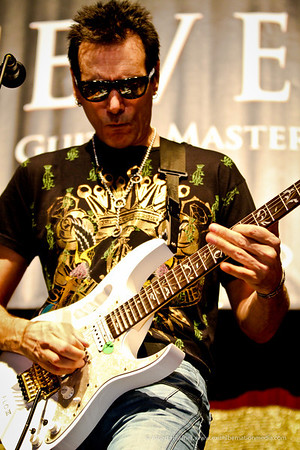 Steve Vai - Guitar Masterclass at the Perfect 5th