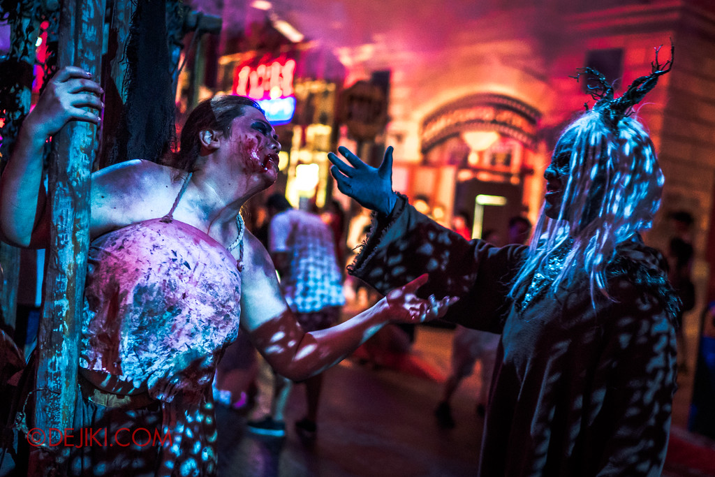 Halloween Horror Nights 7 - Pilgrimage of Sin / Cruelty cage Belle and Malice Keeper