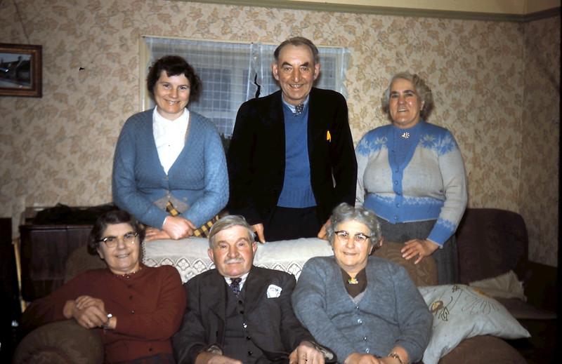 1960-2-2 (25) Family @ Frodigham, Yorkshire.JPG