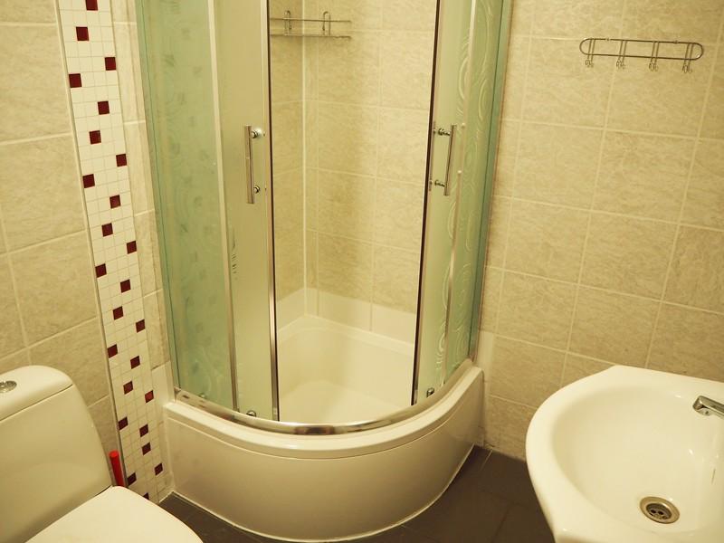 P7240048-bathroom.jpg
