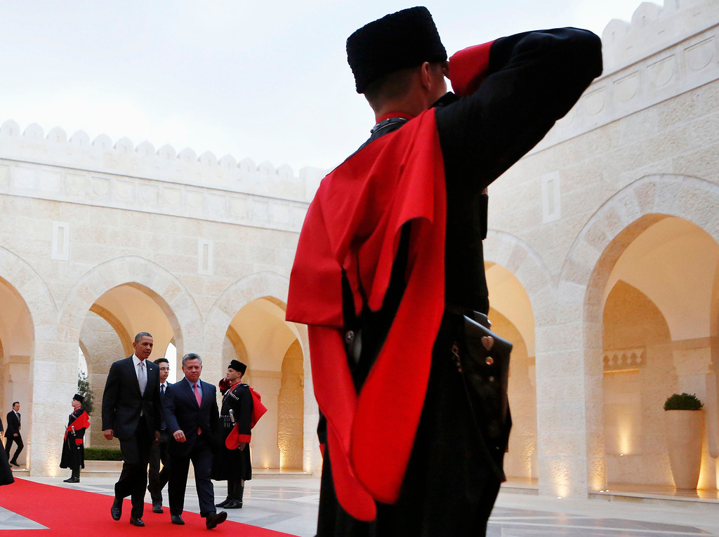 . U.S. President Barack Obama is escorted by Amman by Jordan\'s King Abdullah II towards a private meeting at Al Hummar Palace in Amman, Jordan, March 22, 2013.  REUTERS/Larry Downing