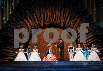 rose-queen-emily-kaye-evans-crowned-at-84th-texas-rose-festival-coronation