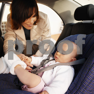 make-sure-children-are-properly-buckled-in-for-holiday-travel