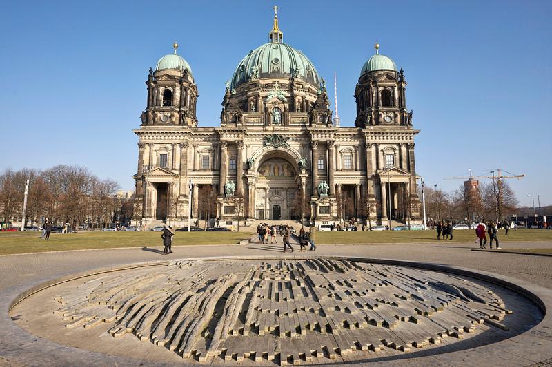 beliner-dom-cathedral-exterior-berlin.jpg