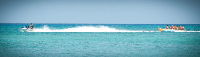 Saxaphone player-Manly Beach-Sydney Australia-6630.jpg