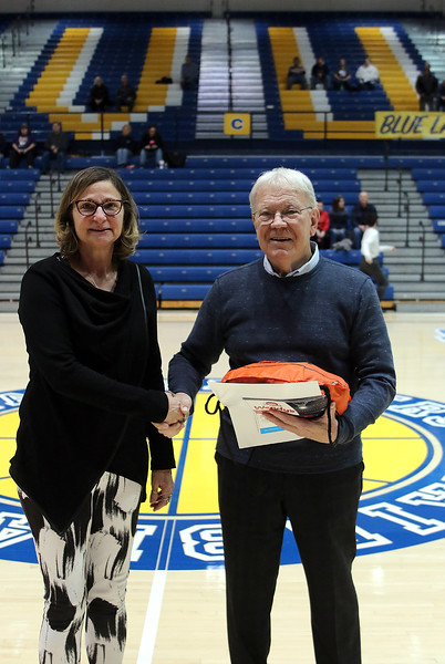 IMG_2636-Harry Meeks presents gift to- Sue Ray Sheppard.jpg