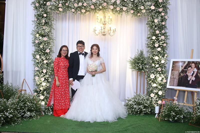 Vy-Cuong-wedding-instant-print-photo-booth-in-Bien-Hoa-Chup-hinh-lay-lien-Tiec-cuoi-tai-Bien-Hoa-WefieBox-Photobooth-Vietnam-033.jpg