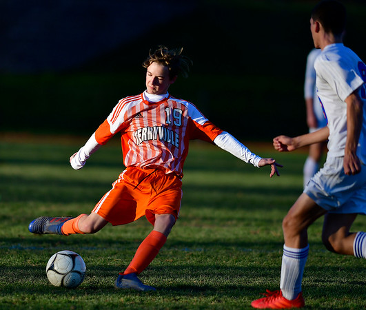 11/6/2019 Mike Orazzi | StaffrTerryville High School's Noah Fernet (19) during boys soccer with Nonnewaug at THS Wednesday. r