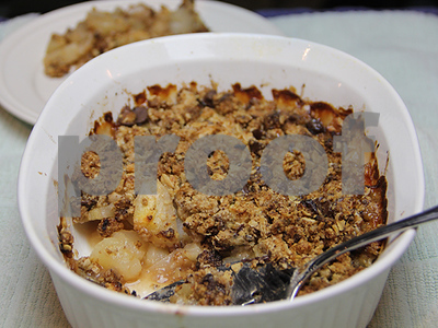pear-and-dark-chocolate-crumble-a-guiltfree-dessert
