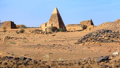 Rekonstruierte Pyramide, Westliches Pyramidenfeld von Meroe
