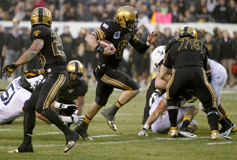 . Army quarterback Trent Steelman (8) runs for a touchdown against Navy during the second quarter of the Army versus Navy NCAA football game in Philadelphia, Pennsylvania, December 8, 2012. REUTERS/Tim Shaffer