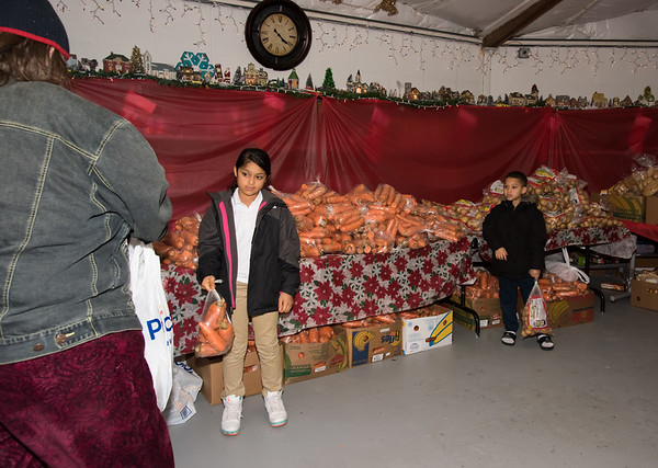 11/19/18 Wesley Bunnell | Staff HRA distributed Thanksgiving meals at their Osgood Ave location on Monday afternoon. Mya Saldano, age 9, and brother Robert Saldano, age 7, help distribute food.